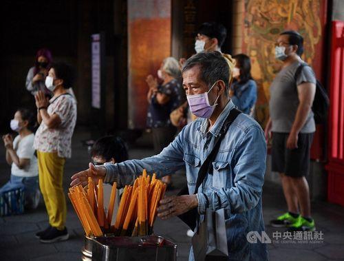 台湾、国内感染6日連続ゼロ 新型コロナ=写真は10月4日、台北・龍山寺で撮影