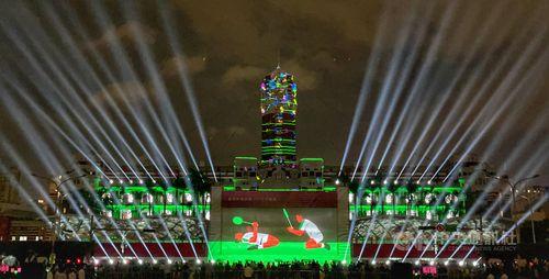 国慶節、総統府で光のショー 五輪パラ選手に敬意