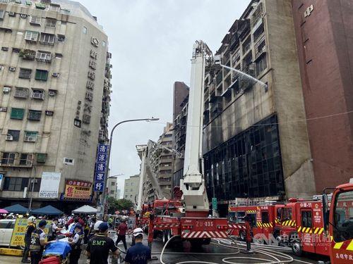 高雄の雑居ビルで火災 15人心肺停止1人死亡52人けが