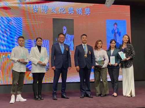 平均年齢25歳 台湾オペラの若手役者5人に「台湾文化奨」