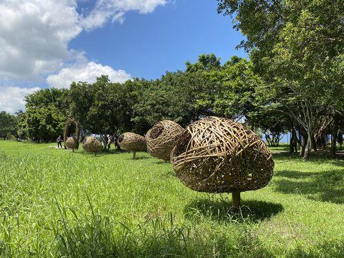 美しい公道沿いにインスタレーション作品 東部・台東の芸術祭開幕