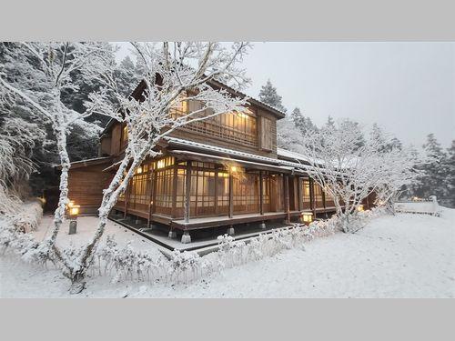 雪景色に映える和風建築「1秒で日本に行った気になれる」と話題に