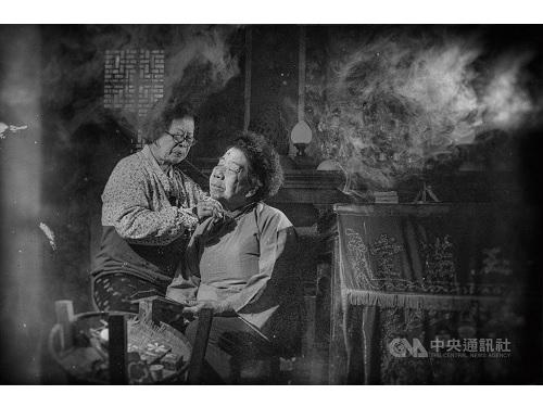 消えゆく台湾の伝統を写真に 独特の技法で撮影