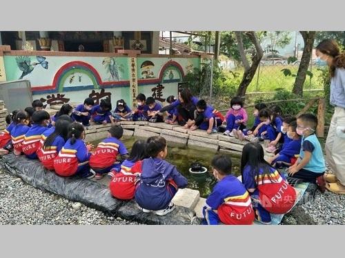 カエルが〝合唱〞する小学校の生態池、移転することに
