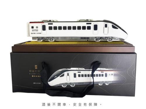 台湾鉄道、新型特急車両かたどったボトルの高梁酒限定発売