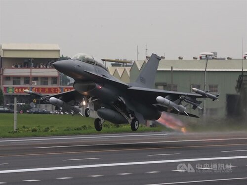 Taiwan to receive first two F-16Vs by 2023: defense chief