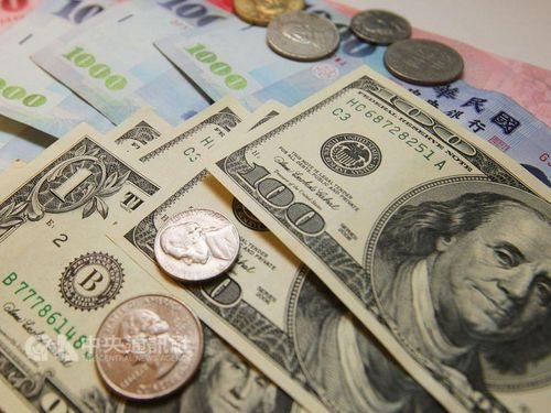 U.S. dollar closes higher on Taipei forex market