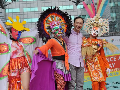 Mask carnival in New Taipei devoted to Philippine independence day