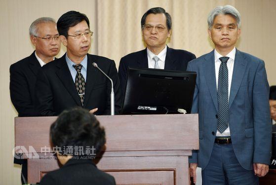 Leu Wen-jong (呂文忠, front, left), head of Taiwan's Investigation Bureau