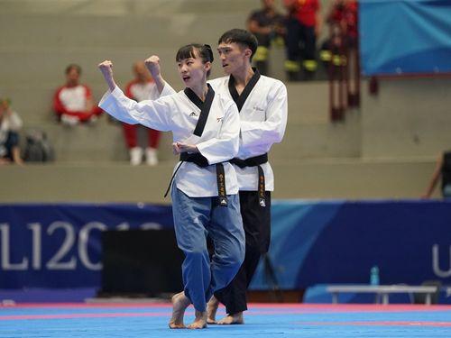Taiwanese taekwondo athletes Lee Chieh-yu (left) and Chen Po-kai / photo from facebook.com/CTUSFSSU