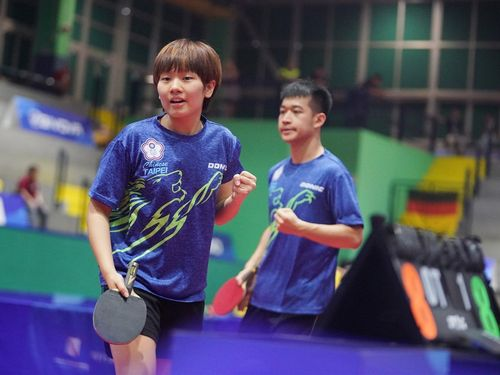 Taiwanese table tennis players Su Pei-ling (left) and Liao Cheng-ting. Photo from facebook.com/CTUSFSSU