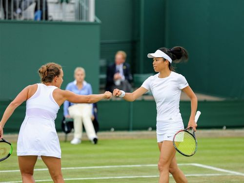 Taiwanese tennis veteran Hsieh Su-wei (謝淑薇, right) / Image taken from facebook.com/wimbledon