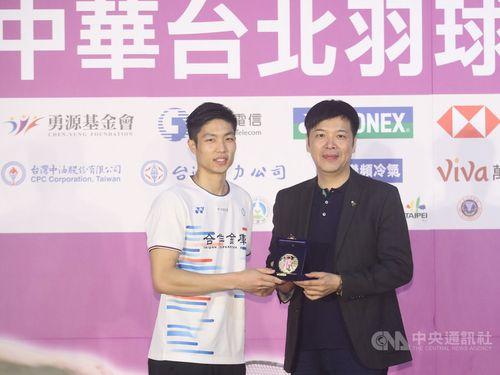 Chou Tien-chen (周天成, left) and CTBA President Will Chang (張國祚)