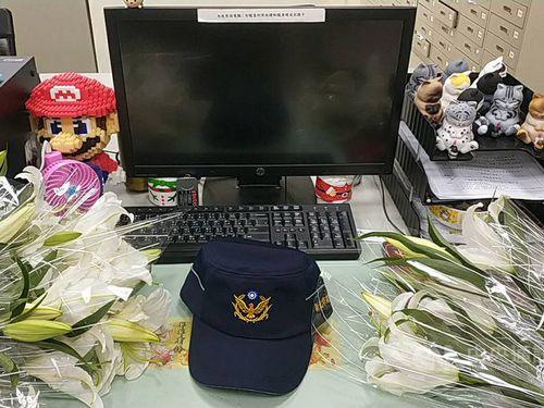 Hsueh Ting-yueh's office desk