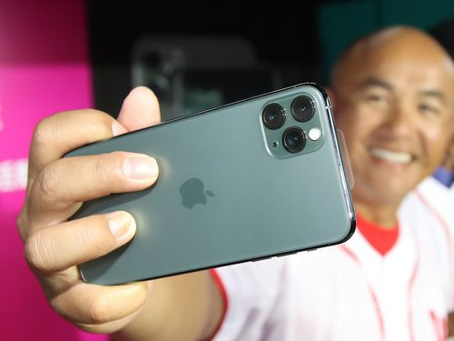 Midnight green version of iPhone 11 Pro series facing a shortage