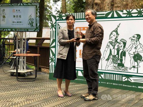 Vietnamese migrant wins Taiwan literature award