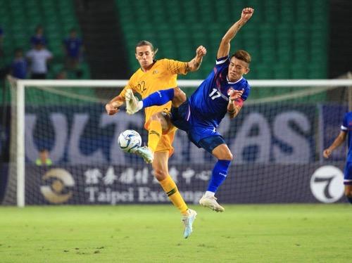 Australia's Jackson Irvine (left) and Taiwan's Chen Po-liang (陳柏良) / Photo courtesy of Chinese Taipei Football Association