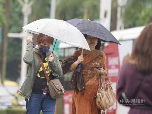 Cloudy skies, occasional rain forecast for Taiwan Monday