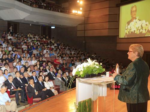 Tang Prize winner promotes sustainable development