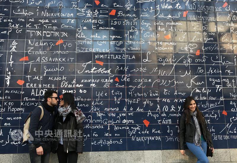 有些法國人視調情為樂趣和自由,但在近幾個月的反性暴力潮流下,有專家建議,在分寸拿捏上要更謹慎,對方說不就是不,以免調情反成騷擾。中央社記者曾依璇巴黎攝  107年3月18日