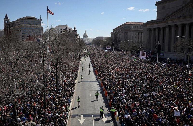 全美各地24日出現逾百萬民眾響應「為我們生命遊行」抗議活動,這是一個世代來全美規模最大槍管改革示威抗議。(圖取自為我們生命遊行推特twitter.com/AMarch4OurLives)