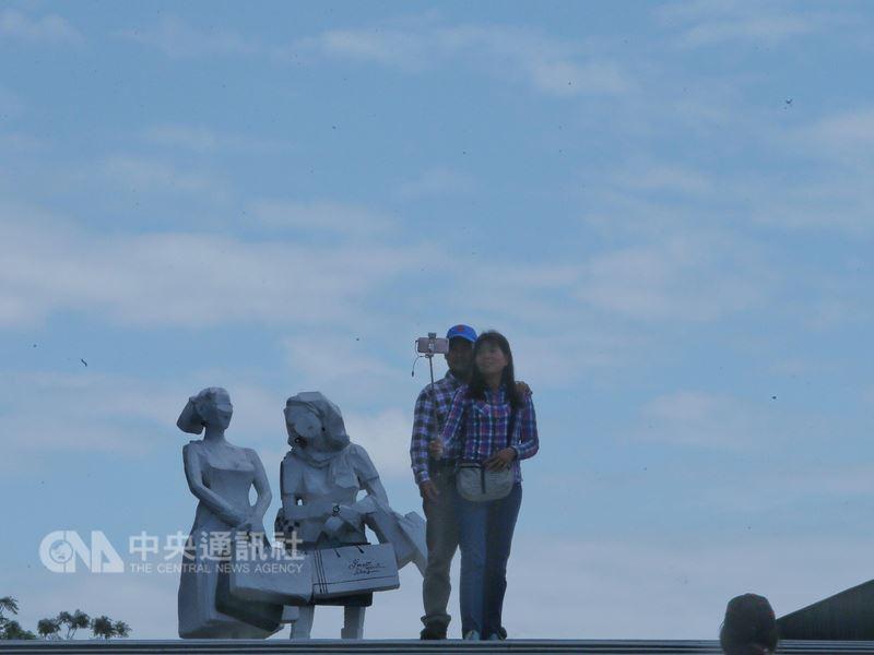 中央氣象局表示,鋒面6日移入,北台灣會開始出現明顯降雨,接著大陸冷氣團報到,中部以北低溫探14度。(中央社檔案照片)