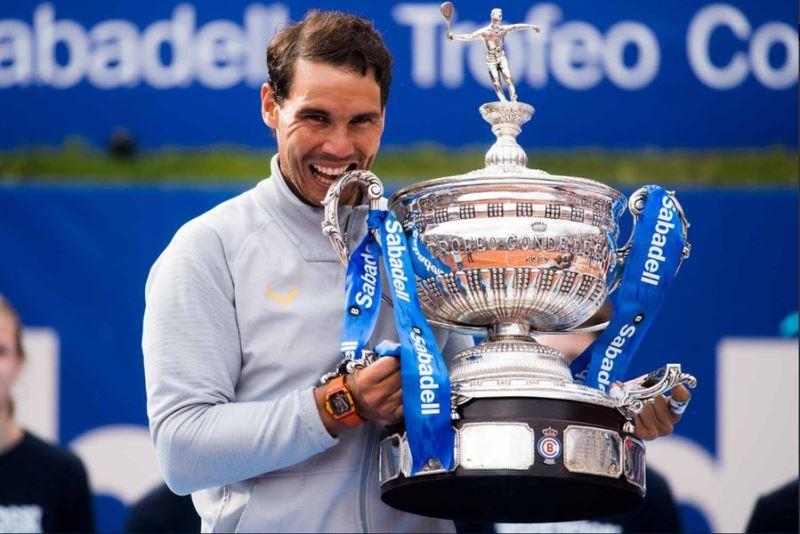 西班牙「蠻牛」納達爾29日在巴塞隆納公開賽決賽中,破紀錄第11次贏得大會冠軍。(圖取自ATP World Tour推特twitter.com/atpworldtour)