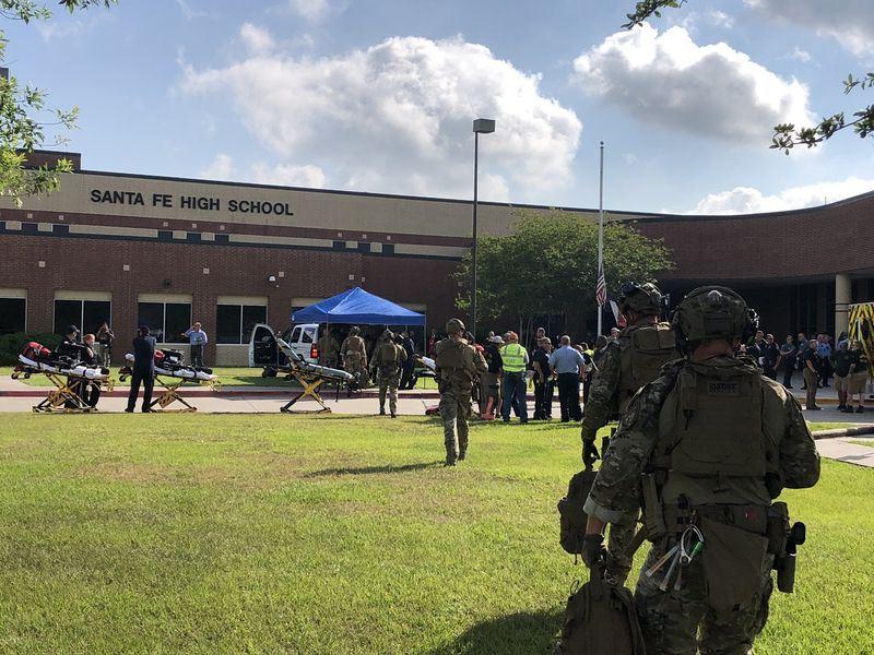 美國德州聖塔菲高中18日發生槍擊案,造成10人死亡和至少10人受傷。(圖取自HCSOTexas推特網頁twitter.com/HCSOTexas)