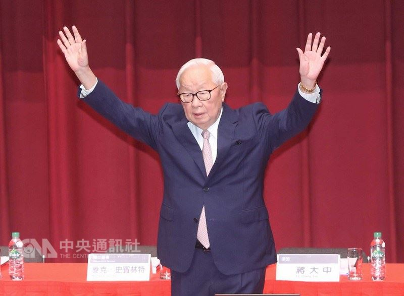 台積電5日在新竹召開股東常會,董事長張忠謀(圖)主持完股東會後,將正式從台積電退休。中央社記者鄭傑文攝  107年6月5日