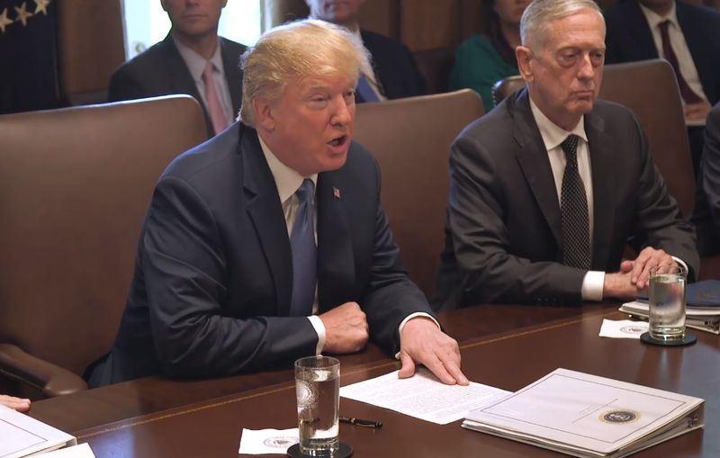 美國總統川普(左)22日表示,北韓炸毀4處大型測試場,顯示「已經開始全面非核化」的進程。(圖取自白宮臉書facebook.com/WhiteHouse)
