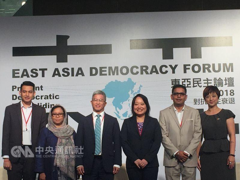 台灣民主基金會26日舉辦第五屆「東亞民主論壇」,吸引超過百名國、內外公民社會運動者與會,以「對抗民主衰退」為題,探討全球民主國家面臨的多項嚴峻挑戰。(中央社記者石秀娟攝)