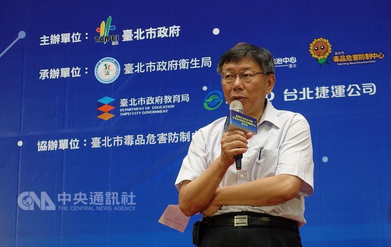 台北市長柯文哲選戰的訴求為「走中道」,要深化無黨籍形象,打一場跳脫藍綠對抗的選戰,連「造勢」都要與眾不同。(檔案照片)中央社  107年6月28日