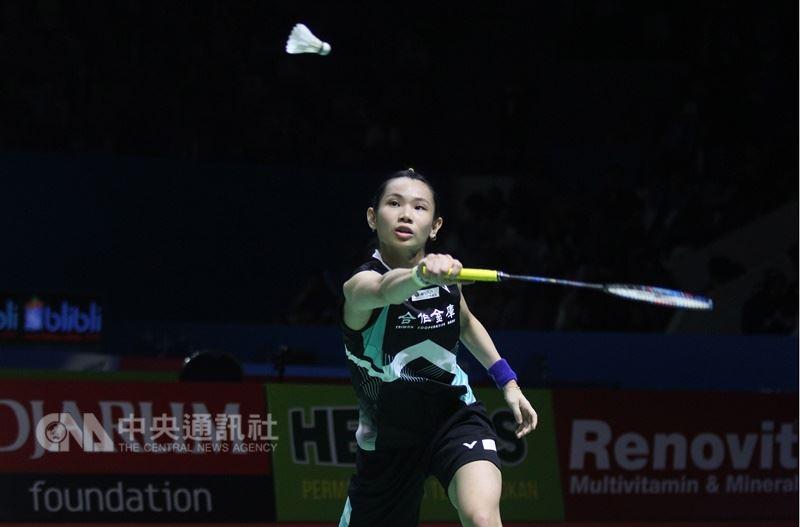 世界球后戴資穎在印尼羽球公開賽決賽對戰中國女將陳雨菲,苦戰3局獲勝奪冠。中央社記者周永捷雅加達攝 107年7月8日