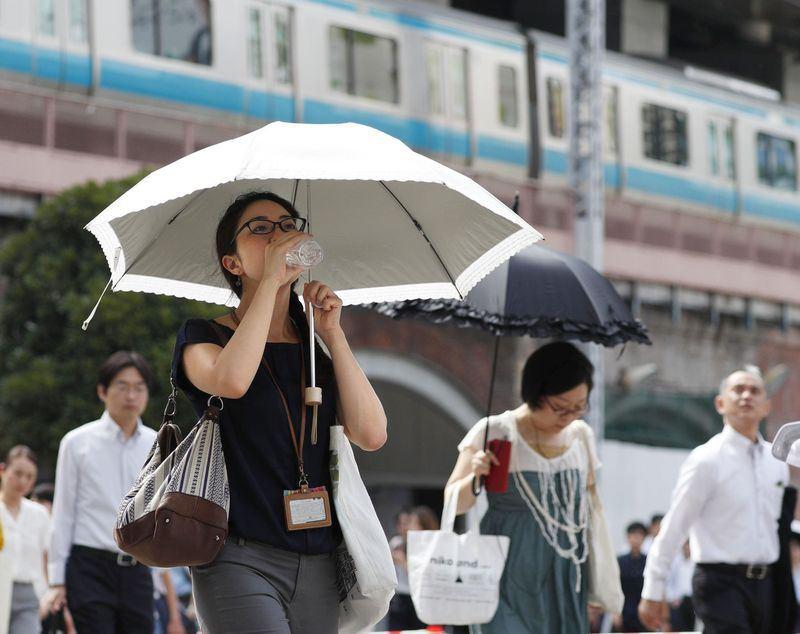 日本受強烈高氣壓籠罩影響,酷暑天氣已持續逾一週。(共同社提供)