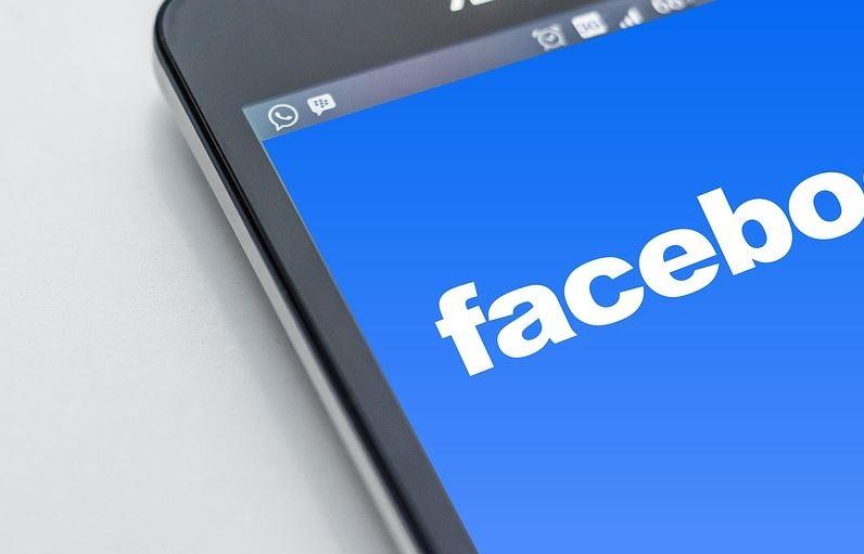 社群網站臉書受醜聞衝擊,營收與用戶成長亮紅燈,26日股價暴跌19%。(圖取自pixabay圖庫)