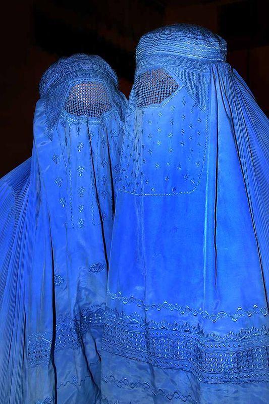英國前外相強生稱穆斯林女性從頭包到腳的全身罩袍「布卡」,讓女性外出時看起來像是移動信箱。(圖取自維基共享資源,作者Steve Evans,CC BY 2.0)