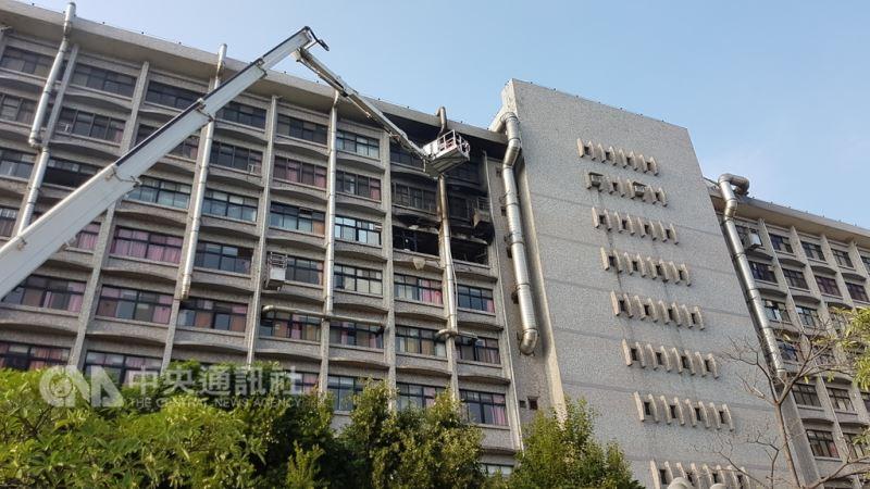 位於新莊區的衛福部立台北醫院7樓安寧病房,13日凌晨發生火警。 中央社記者王鴻國攝 107年8月13日