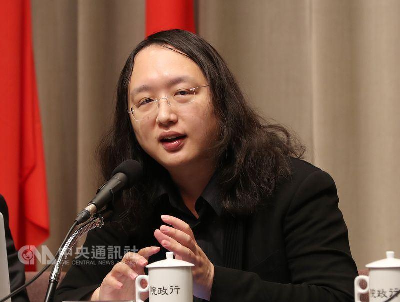 行政院政務委員唐鳳27日表示,她完全沒有介入社群媒體的興趣或權力。(中央社檔案照片)