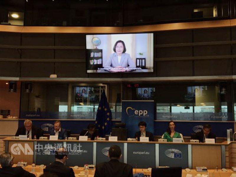 總統蔡英文3日在歐洲議會發表錄影談話,強調中國正在破壞兩岸和平現狀,呼籲理念相同的歐洲國家共同支持台灣。中央社記者唐佩君布魯塞爾攝 107年9月3日