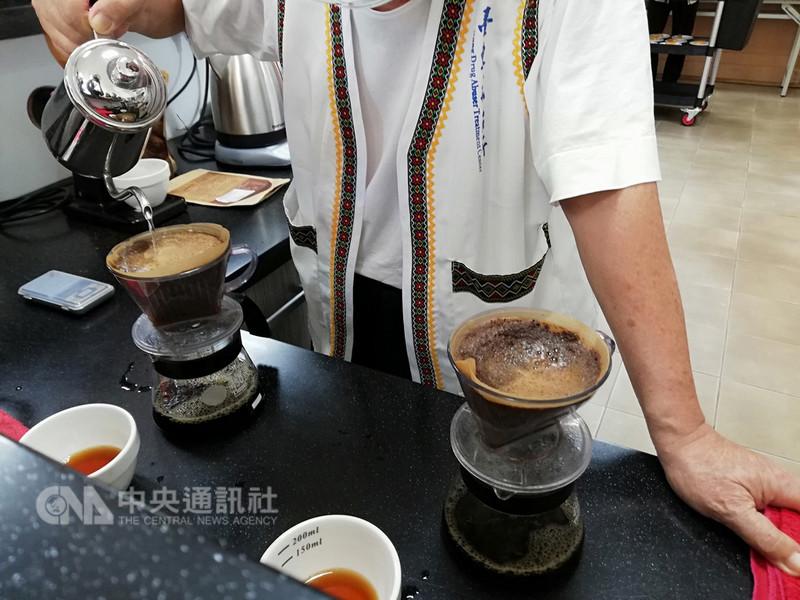 台東戒治所是全台唯一有咖啡廳的監獄,3月才正式對外營業,到監獄喝杯大哥沖泡的咖啡,成旅遊新體驗。中央社記者汪淑芬攝  107年9月5日