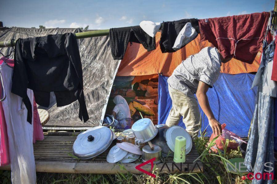 印尼渡假勝地龍目島在7月底和8月發生多次強烈地震,現在爆發瘧疾,至少137人感染,當地地方政府宣布進入緊急狀態。圖為龍目島民眾緊急避難所。(檔案照片/安塔拉通訊社提供)
