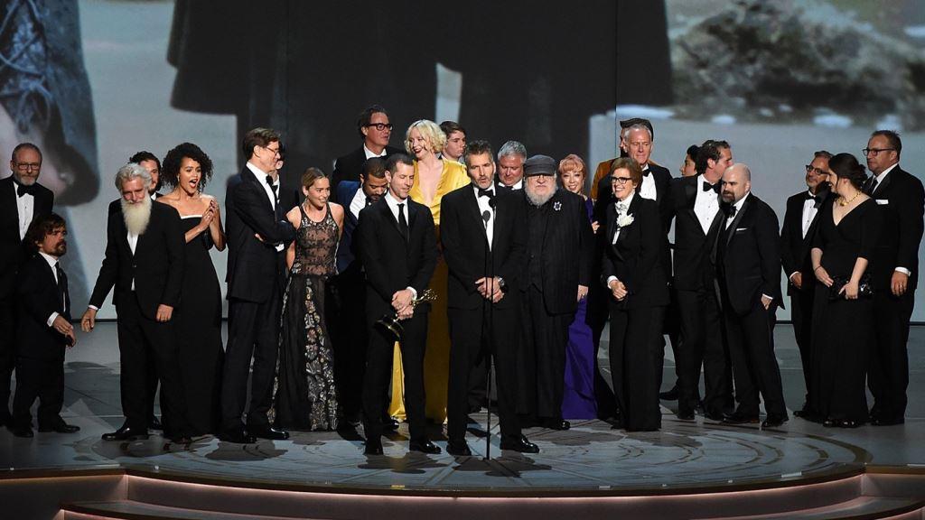 美國影集「冰與火之歌:權力遊戲」17日在電視艾美獎頒獎典禮抱回大獎(圖取自影集冰與火之歌:權力遊戲推特twitter.com/GameOfThrones)