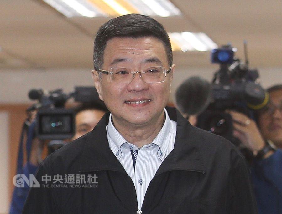 行政院秘書長卓榮泰(前)19日表示,假新聞造成社會不安,行政部門會跨部會因應慎防。(中央社檔案照片)