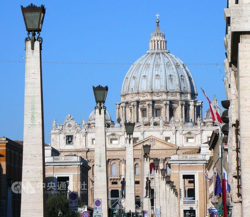 教廷22日已與中國針對主教任命問題,簽署一份臨時性協議。圖為梵蒂岡聖伯多祿大教堂。(中央社檔案照片)