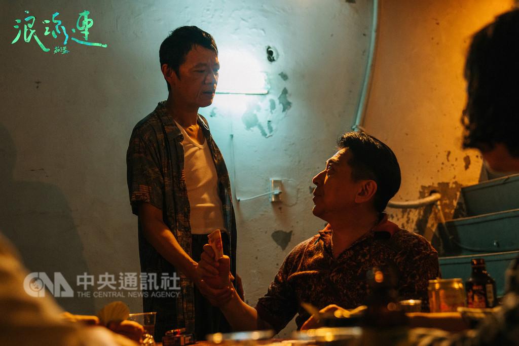 樂團「茄子蛋」近期推出新台語單曲「浪流連」MV,找來資深演員高捷(右)與金馬最佳男配角的吳朋奉(左)尬戲。(Legacy提供)中央社記者江佩凌傳真  107年9月28日