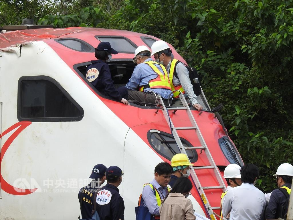 台鐵6432車次普悠瑪列車21日在宜蘭新馬站附近出軌,造成嚴重傷亡。(中央社檔案照片)