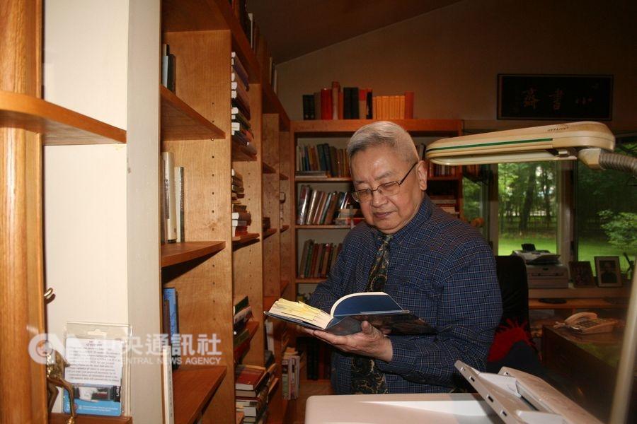 中研院院士、首屆唐獎得主余英時(圖)說,表哥汪志天是最早向他灌輸共產主義理想的人,但他繼續探索的結果,沒有讓他完全接受共產主義。(中央社檔案照片)
