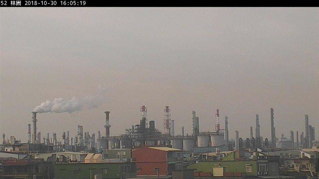 台灣西半部地區受臭氧影響,截至30日下午5時,已有50個測站空氣品質不佳。(圖取自行政院環保署空氣品質監測網網頁taqm.epa.gov.tw)