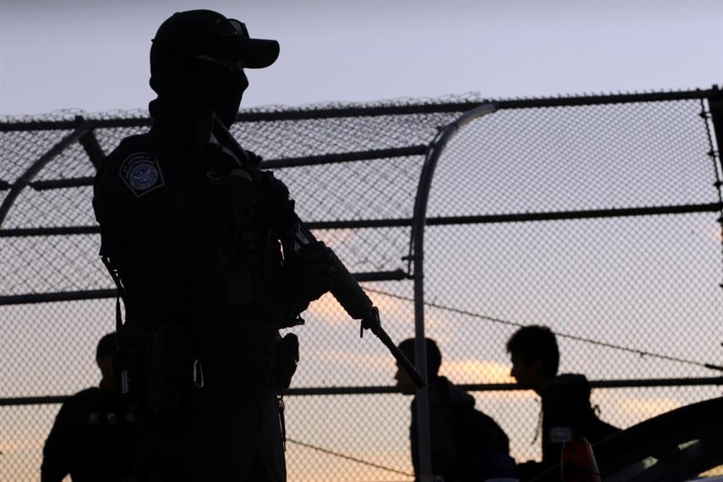 美國總統川普一再表示,派更多士兵加強美墨邊境安全有其必要,並強調華府可派遣多達1萬5000名美軍。(檔案照片/路透社提供)
