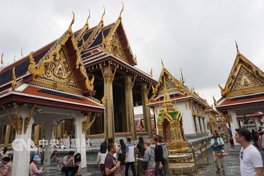 泰國政府通過免簽證費2個月措施,包括台灣在內。圖為泰國知名景點玉佛寺一隅。(中央社檔案照片)